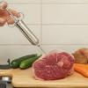Спеціальний кулінарний аксесуар - шприц для м'яса. В чому різниця?